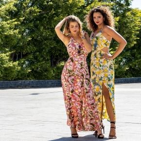 Souriez, c'est l'été ! La longue robe se porte aérienne et fluide. ✨  elle assure un look fatal, sexy et furieusement féminin !   Et bien sûr : pensez coloré pour les beaux jours ! ☀️ #mode #fashion #tendancefemme #reunionnaise
